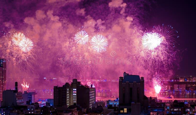Vuurwerk over de Stad van New York stock foto's
