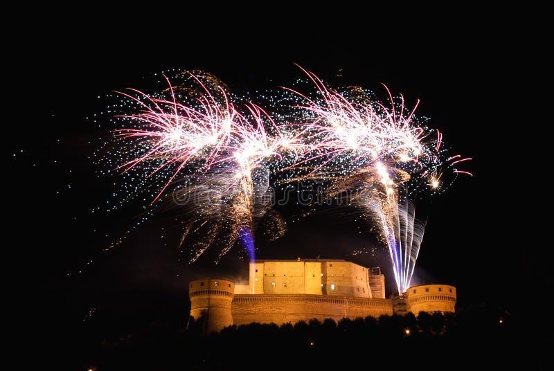 Vuurwerk over het kasteel stock foto's