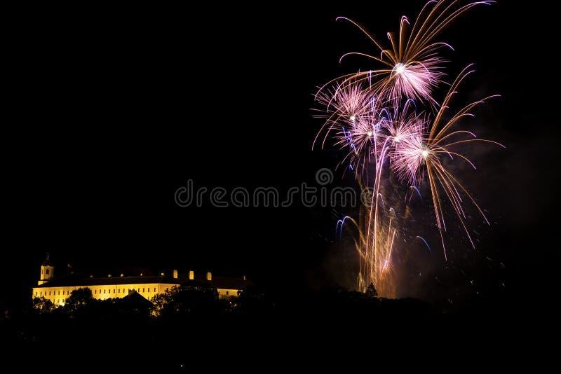 Vuurwerk over het kasteel stock fotografie