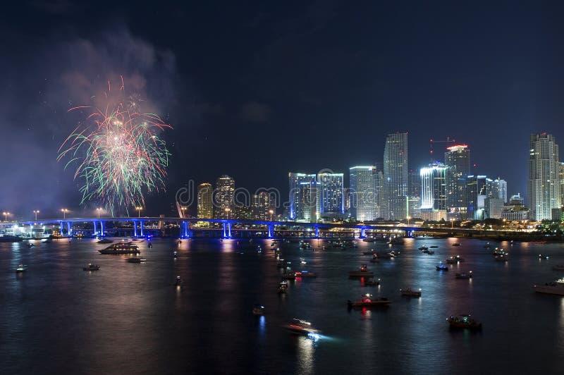 Download Vuurwerk over Miami stock foto. Afbeelding bestaande uit achtergrond - 29510428