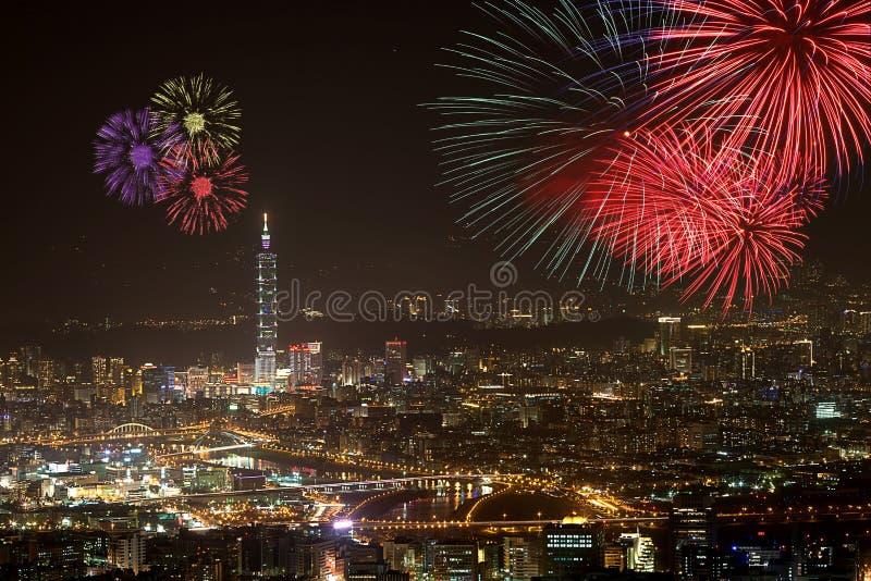 Vuurwerk van de stad van Taipeh stock afbeeldingen