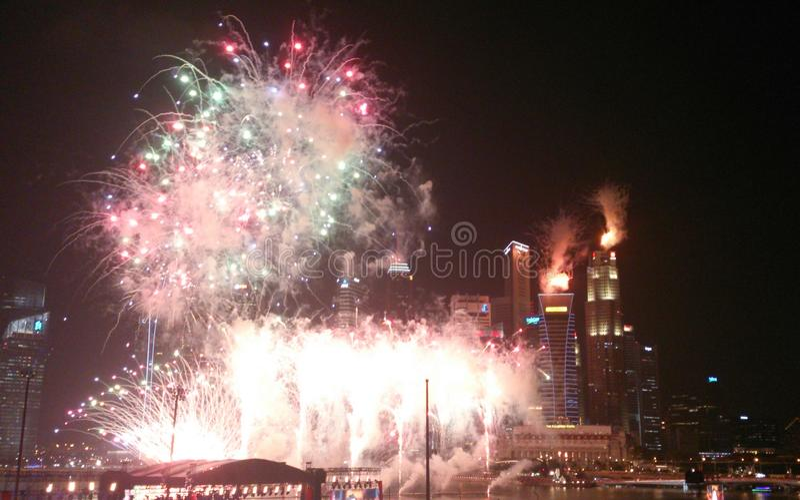 Vuurwerk voor de Horizon van Singapore stock fotografie