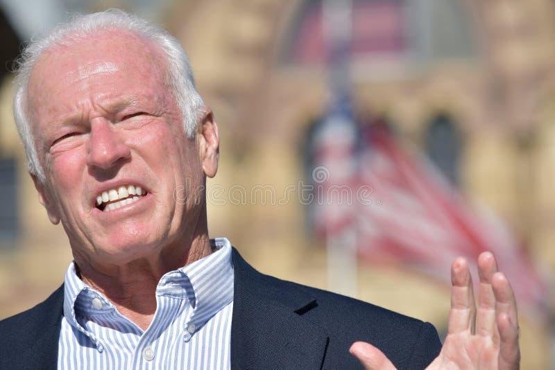 Vuxen hög manlig politiker Talking royaltyfria bilder