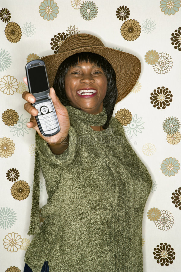 vuxen mobiltelefonkvinnlig som ut rymmer arkivbild
