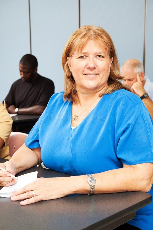 vuxet jobb - utbildningskvinna royaltyfria foton
