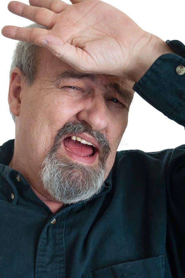 Vuxet manligt lidande från spänning och en huvudvärk royaltyfria foton