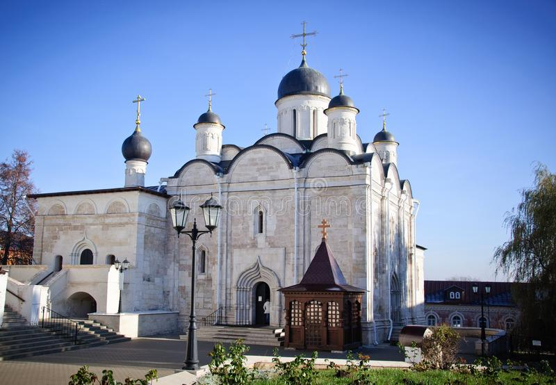 Vvedenskiy Vladychnyy kloster i Serpukhov arkivbilder