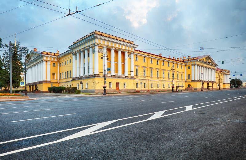 Vview en el Ministerio de marina en St Petersburg, Rusia fotos de archivo