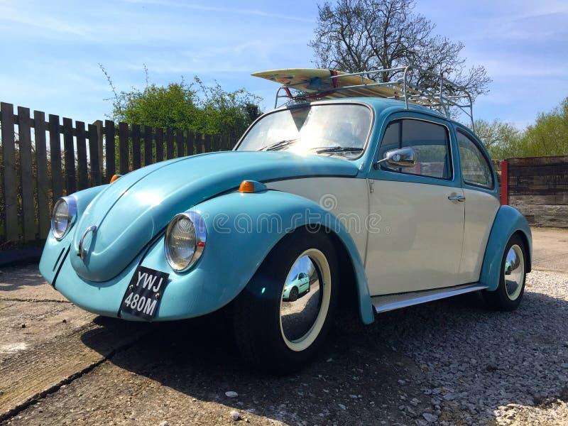 VW ściga z surfboard zdjęcia royalty free