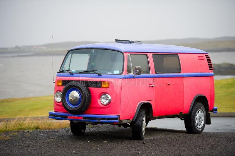 VW-Bus - VOLKSWAGEN-Transporter-T2 stockbilder
