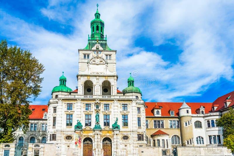 Vy över Bayerns nationalmuseum i München, Tyskland arkivfoton