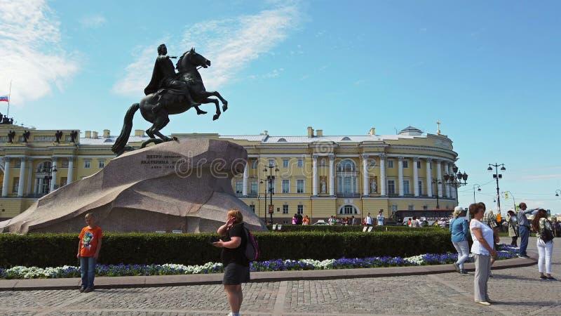 Vy över monumentet till Peter, den store i Sankt Petersburg arkivfoto