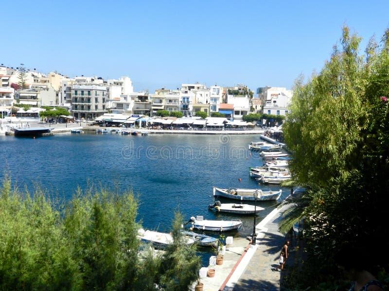 Vy över sjön, Agios Nikolaos Crete royaltyfri bild