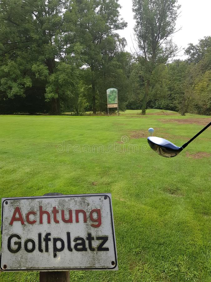 Vy av golfbana fotografering för bildbyråer