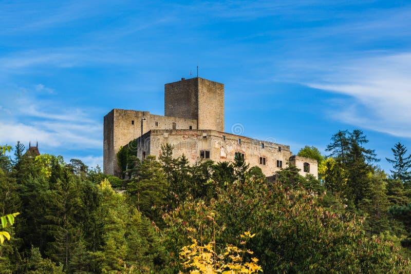 Vy av medeltida riddare castle Landstejn arkivbilder