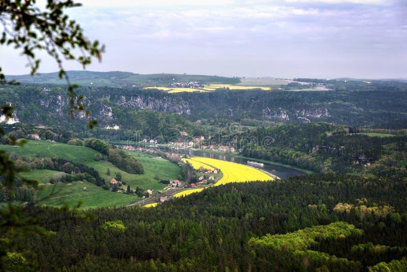 Vy från Lilienstein över floden Elbe arkivbilder
