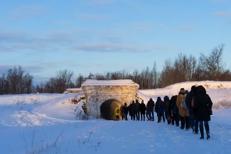 VYBORG, RUSIA - 5 de enero de 2019 corona de Annenkrone St Anne de Vyborg en un día soleado frío del invierno fotos de archivo libres de regalías