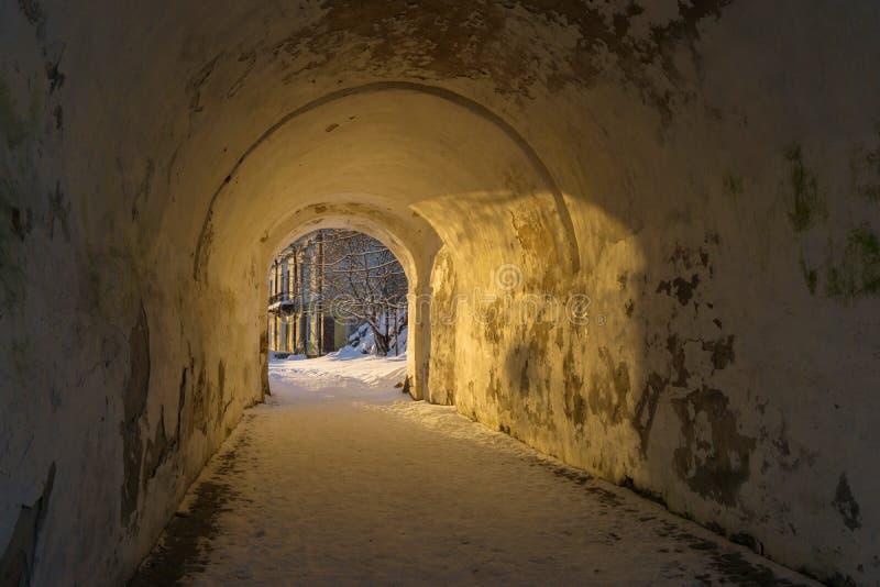 VYBORG, RUSIA - 5 de enero de 2019 corona de Annenkrone St Anne de Vyborg en un día soleado frío del invierno fotografía de archivo libre de regalías