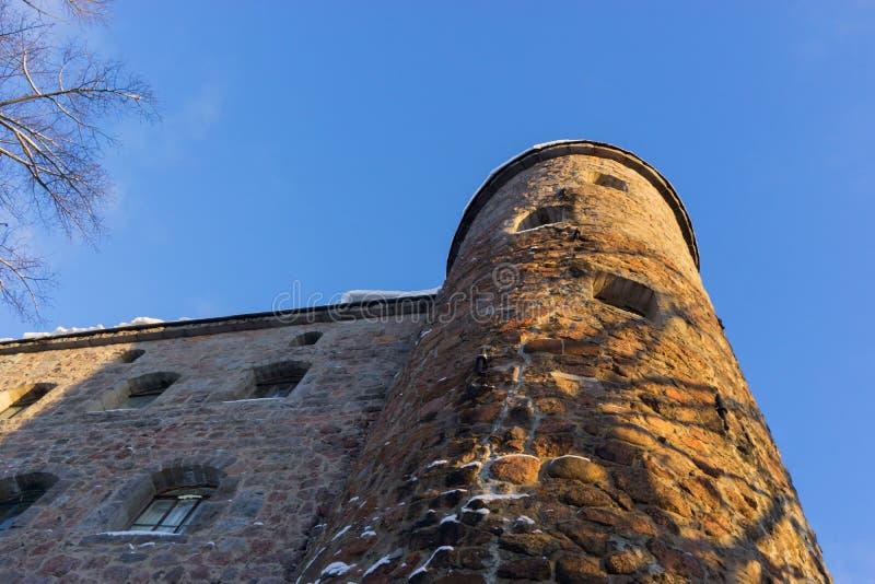 VYBORG, RUSLAND - Januari 5, het Oude kasteel van 2019 van Vyborg op een koude de winter zonnige dag royalty-vrije stock foto's