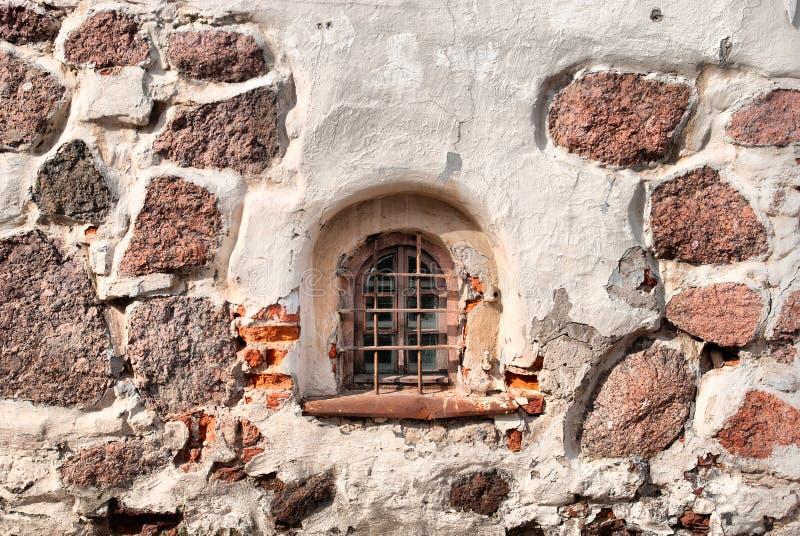 Vyborg Ryssland Väggen och ett fönster av den sista kyrkan av St Hyacinthus royaltyfri fotografi