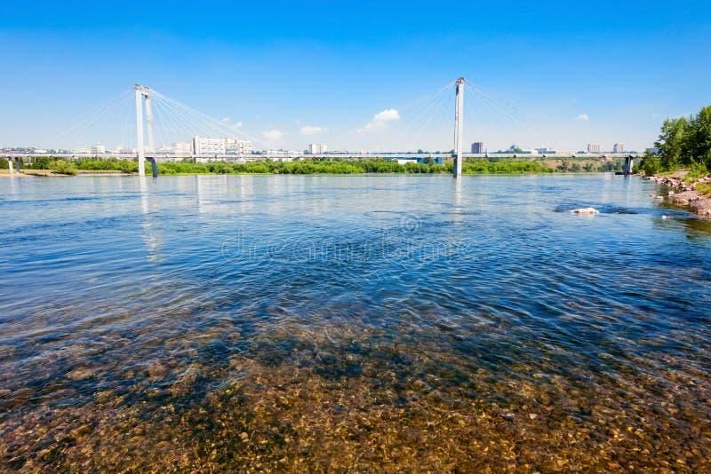 Vynogradovskiy bro i Krasnoyarsk fotografering för bildbyråer