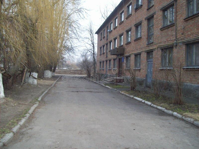 VYSHNEVE UKRAINA, KWIECIE?, - 2, 2011 Ludzie na ulicach w mie?cie zdjęcie stock