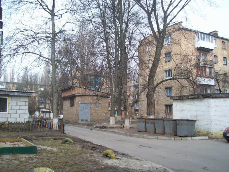 VYSHNEVE UKRAINA, KWIECIE?, - 2, 2011 Ludzie na ulicach w mie?cie fotografia stock