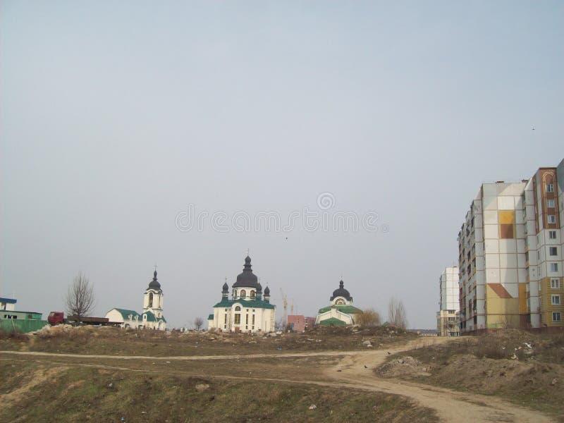 VYSHNEVE, UKRAINE - 2. APRIL 2011 Leute auf den Stra?en in der Stadt stockfotos