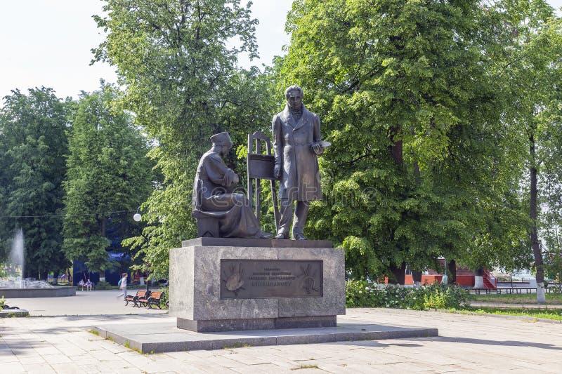 Vyshny Volochyok Cuadrado de Venetsianovsky y un monumento al artista Venetsianov imagen de archivo