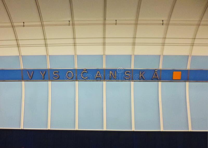 Vysocanska är en gångtunnelstation på b-linjen av Prague, Tjeckien arkivfoto