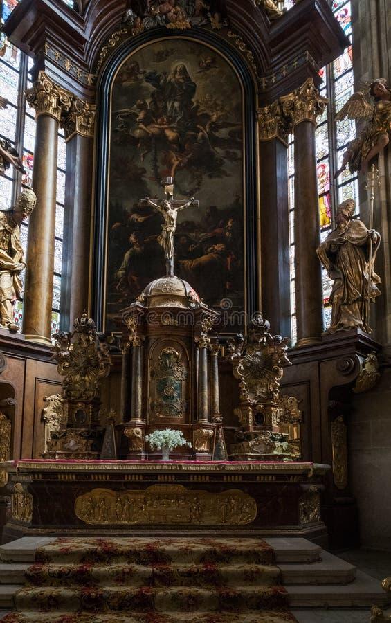 VYSOKE MYTO, TSJECHISCHE REPUBLIEK - Sept. 09 2018 Kerk van St Lawrence, Koatel-svateho Vavrince, Vysoke Myto Binnenlandse Gotisc stock foto