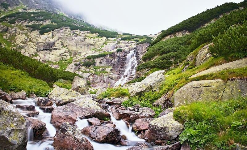 Vysoke Tatry, Slovaquie - vue de la cascade Skok images stock
