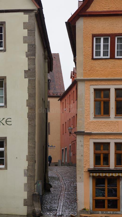 Wąski przejście między antycznym domu rothenburg obraz stock