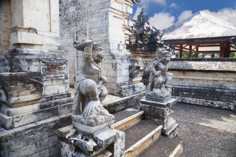 Wächter am Uluwatu Tempel, Uluwatu, Bali stockfoto