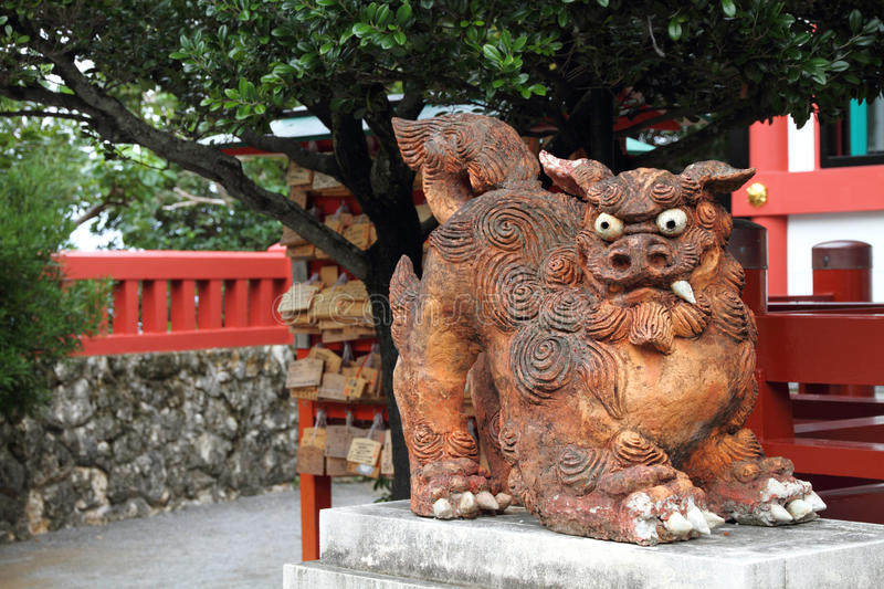 Wächterstatue (Shisa) in Okinawa, Japan stockbilder