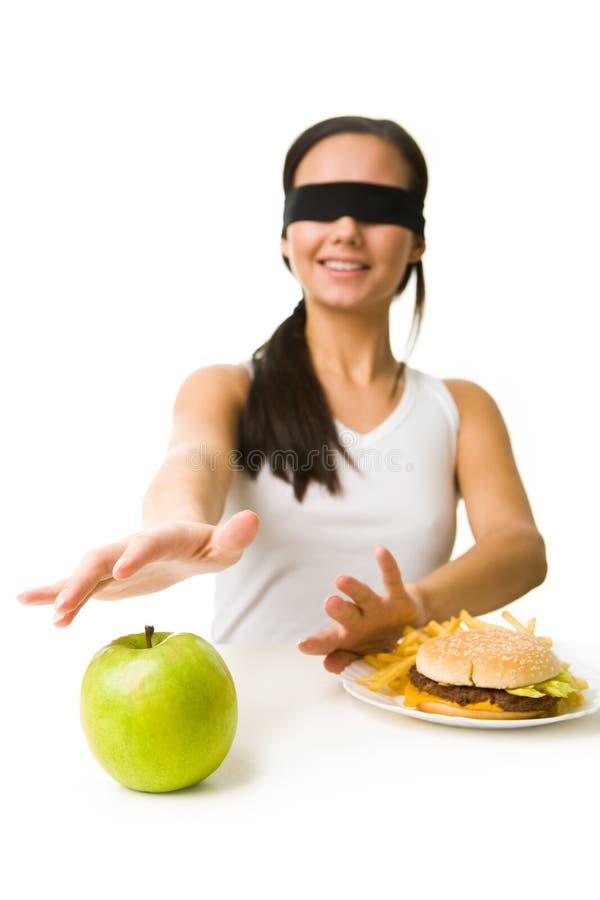 Wählen der gesunden Nahrung stockfotos