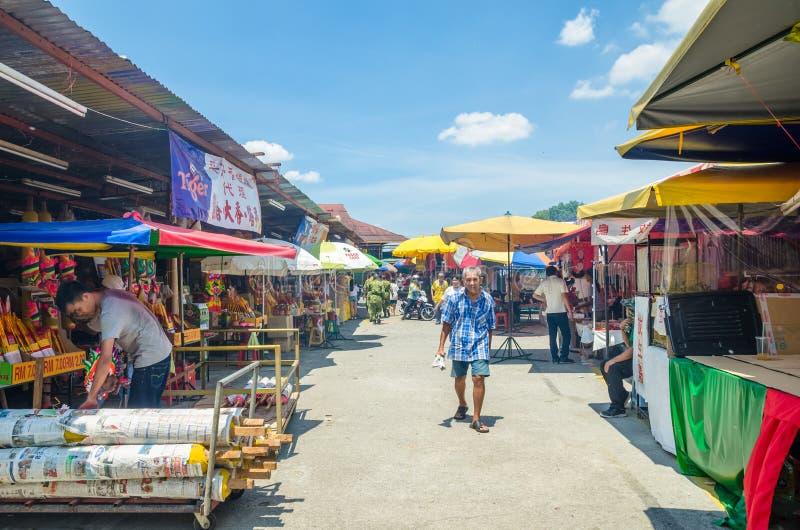 Während des neun Kaiser-Gott-Festivals gibt es einige Ställe, die religiöse Gebetsverzierungen und anderes Zubehör verkaufen Leut lizenzfreie stockbilder