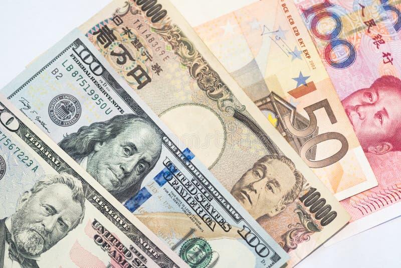 Währungen und Geldwechselhandelskonzepte Stapel von verschiedenem lizenzfreie stockfotografie