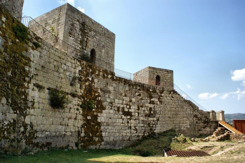 Wände des Montalegre Schlosses stockfotografie