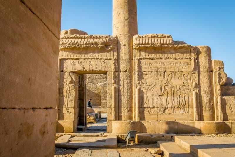 Wände innerhalb des Tempels von Edfu Egypt lizenzfreies stockfoto