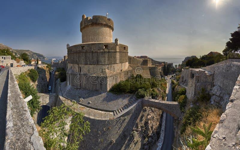 Wände von Dubrovnik stockbild