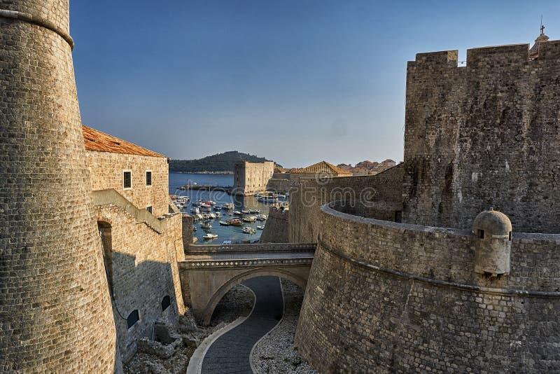 Wände von Dubrovnik stockfotos