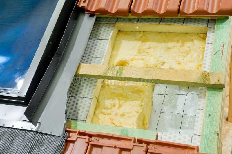 Wärmedämmung eines Dachs stockbild