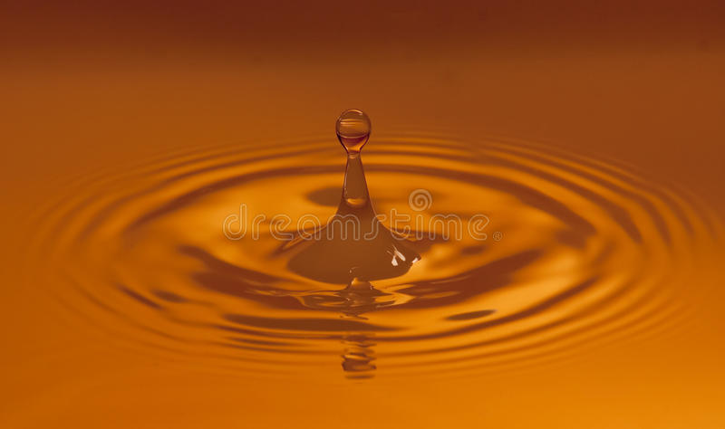 Wärmen Sie farbigen Wassertropfen lizenzfreies stockfoto
