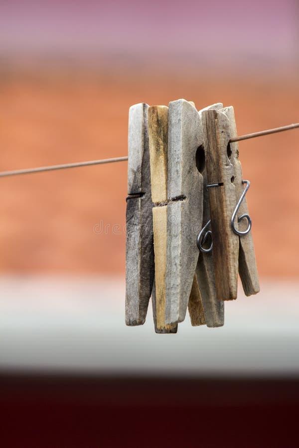 Wäscheklammergruppe in der Nahaufnahme lizenzfreie stockbilder
