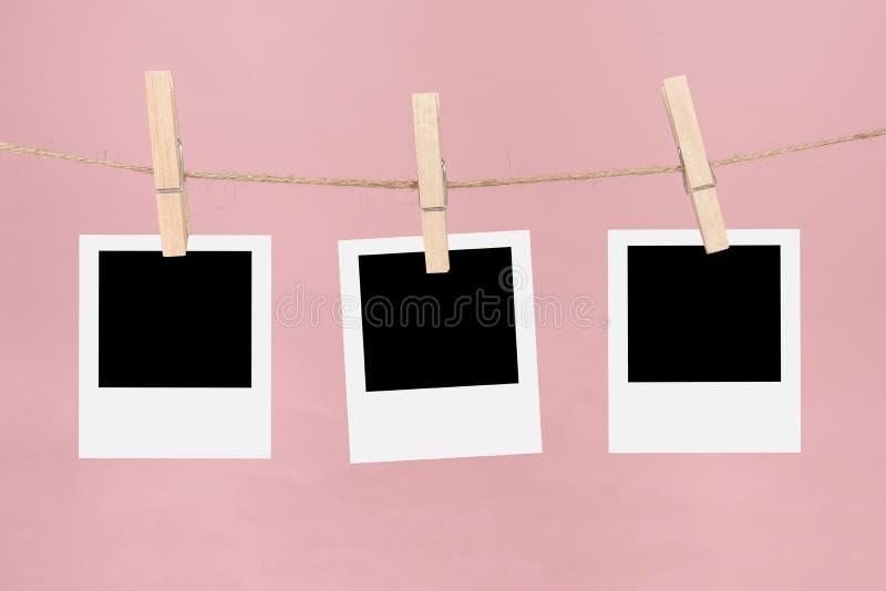 Bilderrahmen Wäscheleine wäscheleine mit leeren bilderrahmen und wäscheklammern auf einem