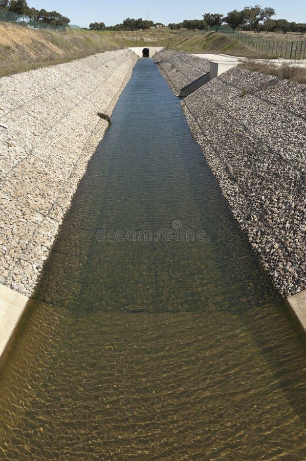 Wasserablenkungskanal stockbilder