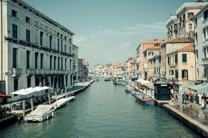 Wässern Sie Straßen und Gondel in Venedig-Stadt, in Venezia-Architektur und in den Kanälen in Italien, Stadtbild, historisches Eu lizenzfreie stockfotografie
