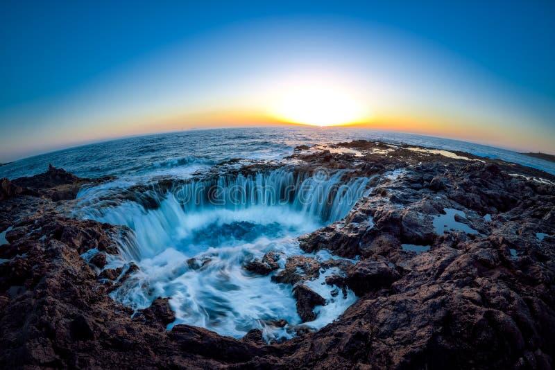 Wässern Sie Turbulenz, Bufadero de la Garita, Telde, Gran Canaria, Spanien lizenzfreies stockfoto