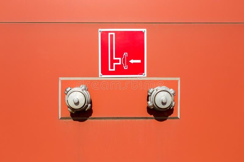 Wässern Sie Ventilbehälter der FDC-Feuerwehrverbindung und -warnung lizenzfreie stockfotografie